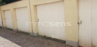 Vue: Porte garage, SAINT MAX - GARAGE