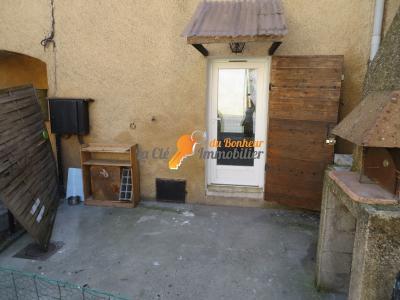 Maison de village T3 Vinon / cave / cour