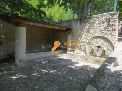 ESPARRON - Maison de village terrasse, jardin