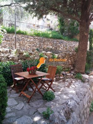 Maison de village avec terrasse extérieure