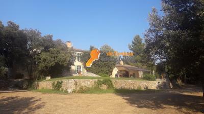 A Vendre Mas 7 pièces 233 m² avec dépendances SAINT JULIEN parc à chevaux piscine oliviers
