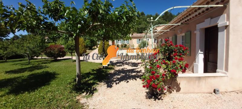ROUMOULES Propriété avec 2 villas, sur un terrain 2759 m² avec piscine