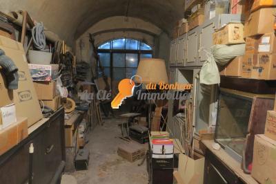 RIEZ. Appartement T4 avec local commercial et remise